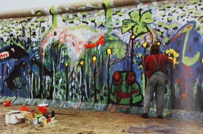 Mauermalerei v. Osten Potsdamer Platz, Nov1989 Fot Lynne H