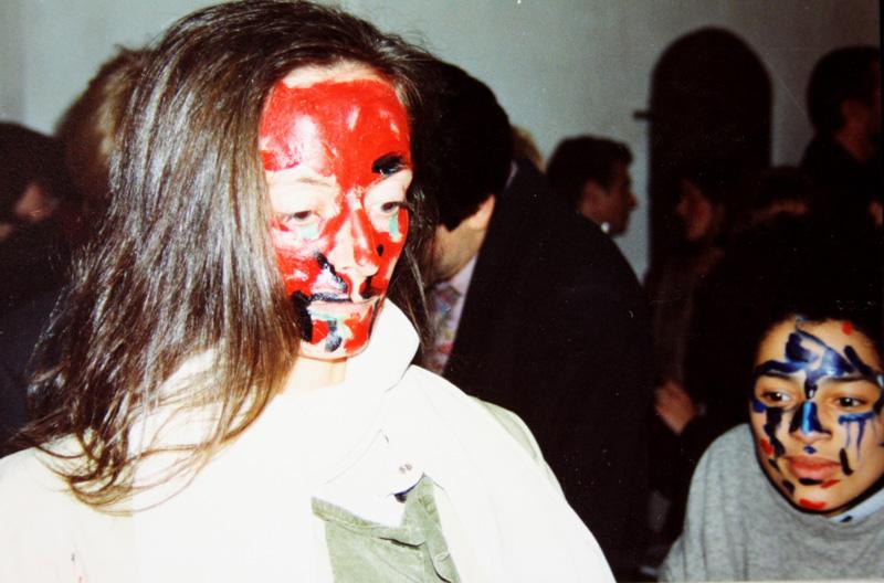 """Torsten Schlüter, Performance """"Hexen und Hexen"""", Kunstverein ACC Galerie Weimar, Szene mit Janine Schneider und Oxana Chi, 1992 1992"""