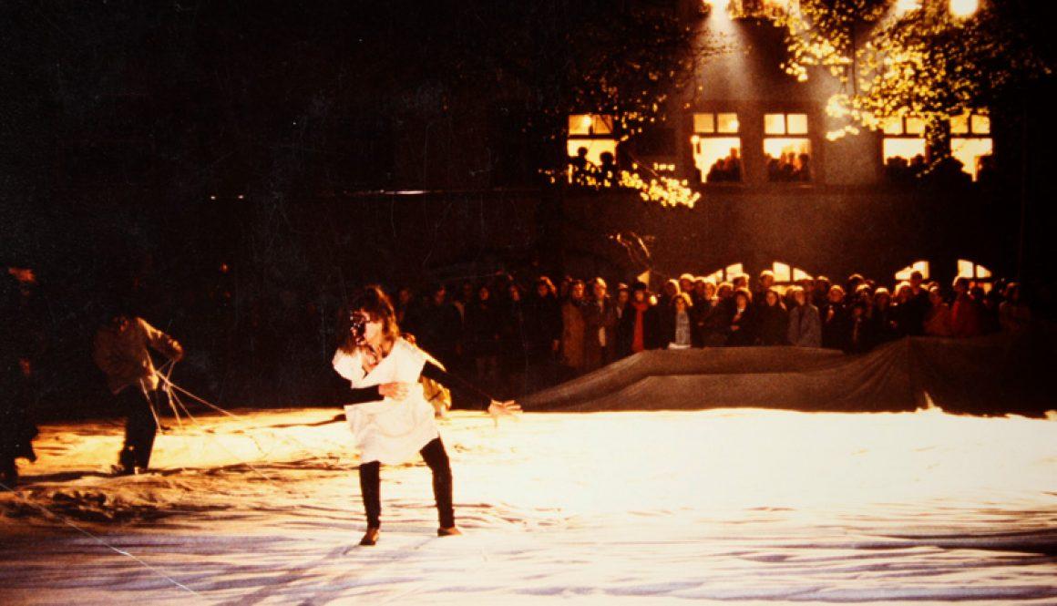 """Torsten Schlüter, Installation und Performance """"Hexen und Hexen"""", Kunstverein ACC Galerie und Burgplatz Weimar, 1992"""