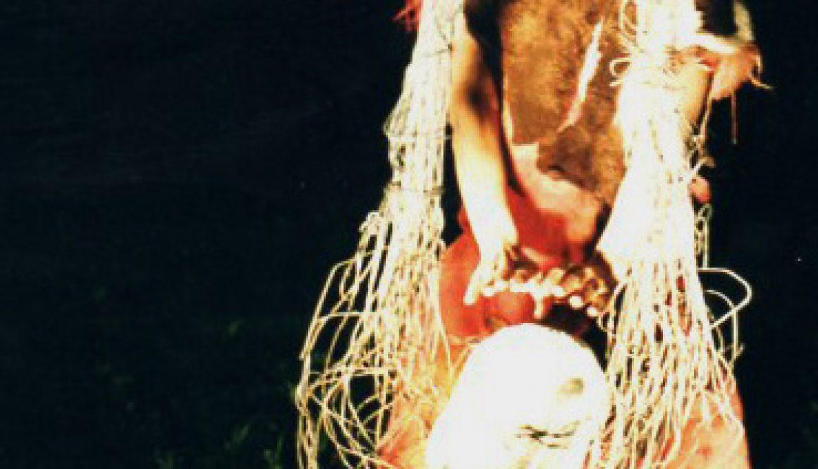 "Torsten Schlüter, Performance ""Tulipamwe"", Szene mit Oxana Chi, Kunstfest Weimar, 1997"