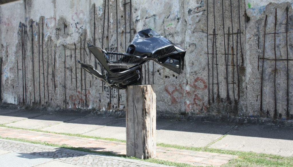 """Torsten Schlüter, """"Geminus"""", 2015, umgestaltete Motorhaube eines VW Golf II, Projekt Deutschland unter der Haube"""