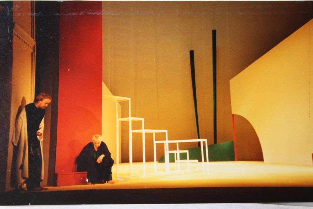 """Torsten Schlüter, Bühne und Kostüme zu G.E. Lessing -""""Nathan der Weise"""", Landestheater Eisenach, 1990"""