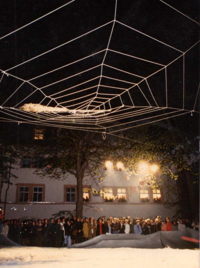 """Torsten Schlüter, Performance und Installationen """"Hexen und Hexen"""", 1992, ACC Galerie und Burgplatz Weimar"""